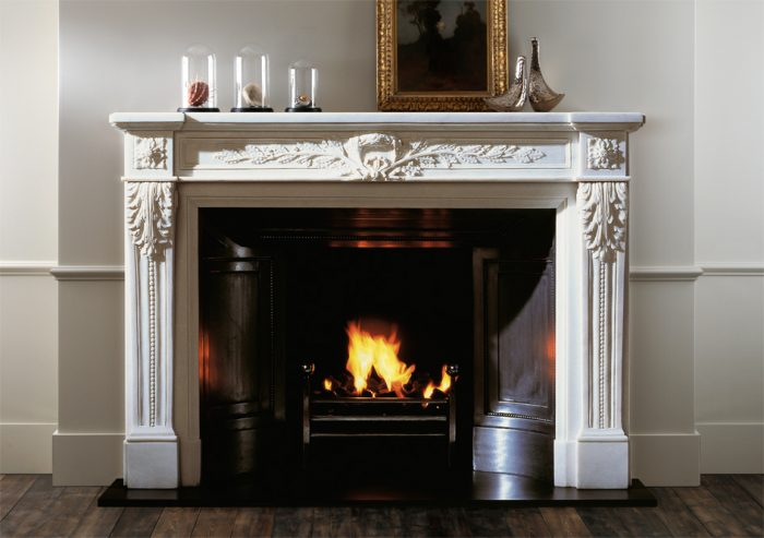 Chesneys Fontainebleau fireplace with the Popular fire basket and Contre Coeur panels
