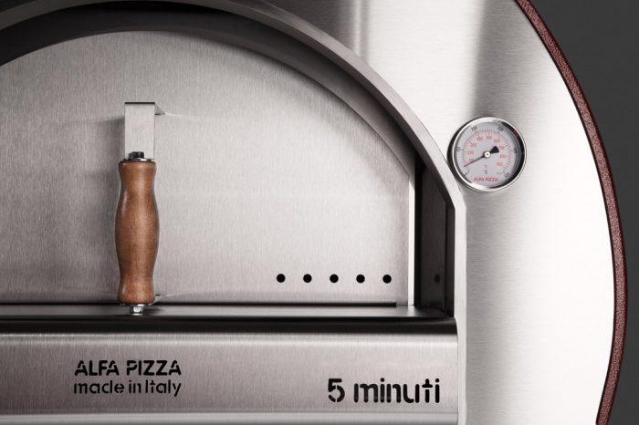 Alfa Pizza 5 Minuti wood-fired oven close up 1024